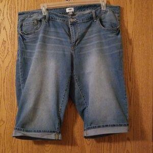 Old Navy Denim Bermuda Shorts Size 24